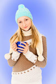 Teen girl in a cap with a mug — Stock Photo