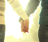 Young couple holds hands — Stock Photo