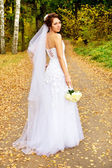 Beautiful bride worth with a bouque — Stock Photo