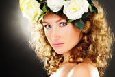 Portrait of a beautiful girl with a bouquet of flowers on the he — Stock Photo