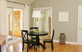 Dining room with patio doors — Fotografia Stock