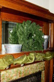 Fireplace mantel with wreath — Stock Photo