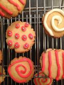 Decorated cookies on cooling rack — Stock Photo