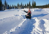 Woman playing with snow up in a sunny afternoon. — Stock Photo