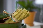 Italian pasta with basil and garlic — Stock fotografie