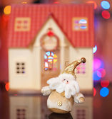 Santa Claus against the beautiful house — Stock Photo