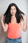 Portret van geschokt jonge vrouw — Stockfoto