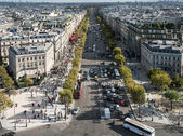 View on Paris from Arc de Triomphe. Avenue Champs elysees in fro — Stock Photo