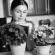 Woman arranging flowers — Stock Photo
