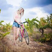 Beautiful girl hipster bike — Stock Photo