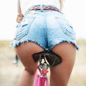 Woman cycling — Stock Photo