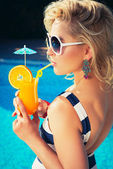 Sexy girl with a summer cocktail — Стоковое фото