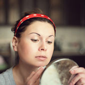 Young woman taking care of her face at home — Stock Photo