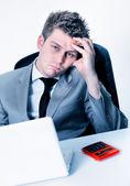 Aufschlüsselung der Geschäftsmann im Büro — Stockfoto
