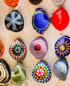 Colorful wool caps for sale in oriental market — Stockfoto