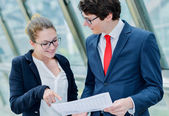 Junior executive dynamics consulting commercial documents — Stock Photo