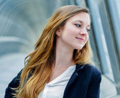 Outdoor portrait of a pretty dynamic junior executive — Stock Photo