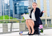 Junior executive dynamic working outside of her office — ストック写真
