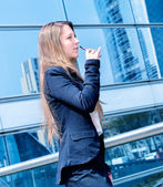 Coffee break with an electronic cigarette — Stock Photo