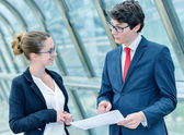 Junior executives dynamics consulting commercial documents — Stock Photo