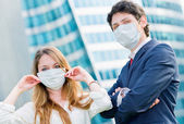 Junior executives dynamics  wearing protective face mask against — Stock Photo