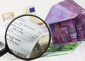 Focus on household spending — Stock Photo