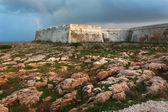 La pared de la fortaleza al atardecer — Foto de Stock