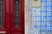 Fragment of doors and walls with tiles in the old house — Stock Photo
