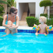 Child with mother in swimming pool — Stock Photo