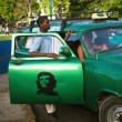 HAVANA, CUBA - JUNE 21: A scene from the life of the inhabitants — Stock Photo