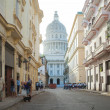 HAVANA,CUBA - JUNE 22: Street scene with cuban people and colorful old buildings — Stock Photo #29335189