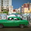 HAVANA, CUBA - JUNE 27: Vintage cars on the streets of Havana — Stock Photo
