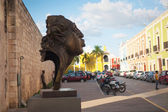 Modern sculpture in the colonial city of Campeche — Stock Photo
