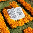 Постер, плакат: AGUASCALIENTES MEXICO NOV 01: Festively decorated grave on th