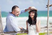 Wedding couple on the beach — Stock Photo