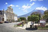 Colonial buildings in Antigua, Guatemala — Stock Photo