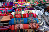 Crafts and souvenirs in Purmamarca, in the colourful valley of Q — Stock fotografie