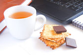 Tea (quick snack) in office — Stock Photo