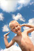 Happy child and blue sky — Stock Photo