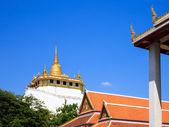 Golden mountain, an ancient pagoda at Wat Saket temple in Bangko — Stock Photo