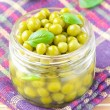Tinned green peas in glass jar — 图库照片
