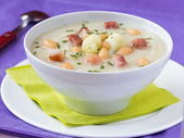Cream soup with cauliflower, white beans and fried bacon in whit — Stock Photo