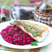 Fried fish fillet of perch with mashed beet and potato — Stock Photo