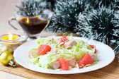 Delicious fresh salad with grapefruit, chicken, lettuce, cheese — Foto Stock