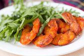 Fried spicy shrimp, prawn and salad of arugula, rukkola — Foto de Stock