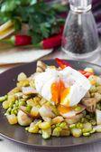 Hot salad with potatoes, ham, peas, mushrooms, poached egg — Stock Photo