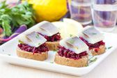Canape herring with beets on rye toast, appetizer for vodka — Stock Photo