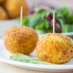 Italian appetizer arancini, rice balls stuffed with meat in oil — Stock Photo #48793109