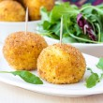 Italian appetizer arancini, rice balls stuffed with meat in oil — Stock Photo #48793137