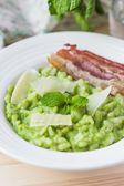 Green Italian risotto with peas, mint, crispy bacon, tasty — Stock Photo